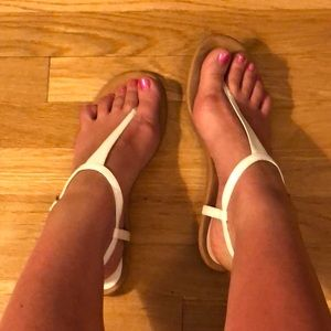 Nine West white thong sandals 9.5